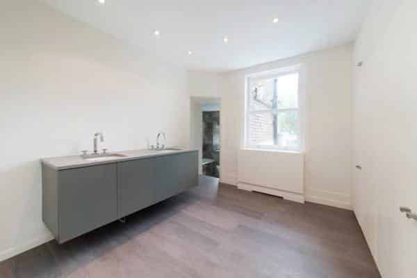 painting and decorating in Knightsbridge bathroom